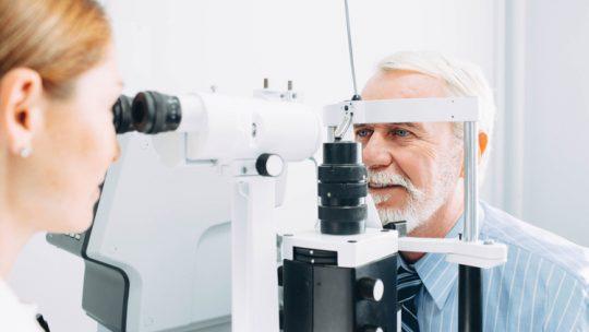Стареющее зрение: когда пора к окулисту
